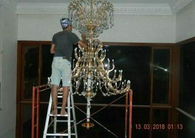 pasang-lampu-kristal-bapak-danny-47