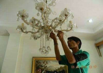 cuci-lampu-kristal-bapak-dedi-03