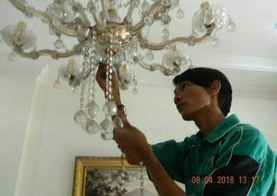 cuci-lampu-kristal-bapak-dedi-04