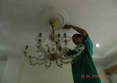 cuci-lampu-kristal-bapak-dedi-08