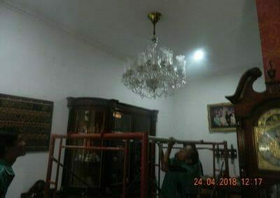 cuci-lampu-kristal-ibu-cici-03