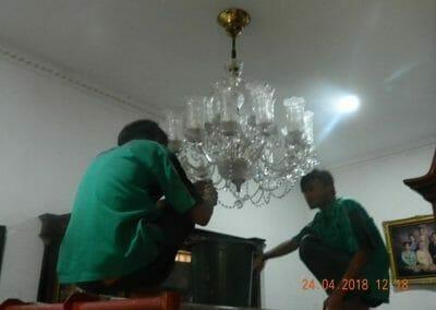 cuci-lampu-kristal-ibu-cici-05