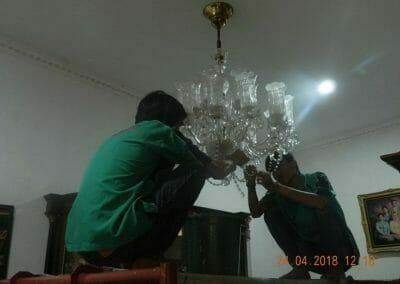 cuci-lampu-kristal-ibu-cici-06
