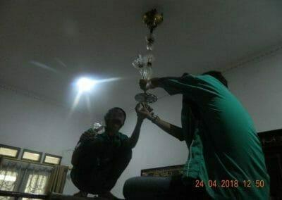 cuci-lampu-kristal-ibu-cici-12