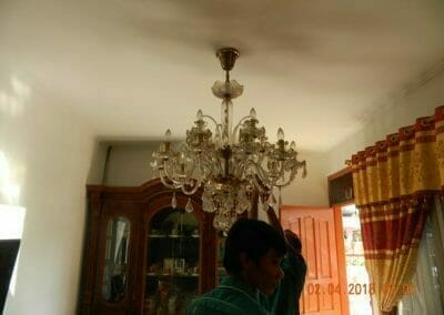 cuci-lampu-kristal-ibu-suningsih-03
