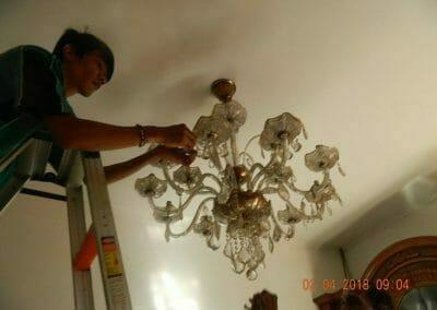 cuci-lampu-kristal-ibu-suningsih-05