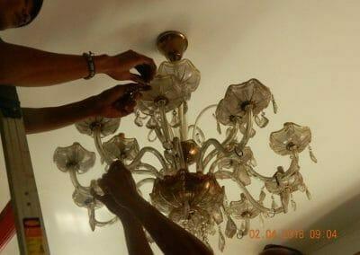 cuci-lampu-kristal-ibu-suningsih-06