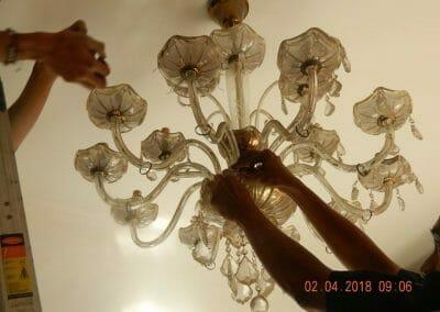 cuci-lampu-kristal-ibu-suningsih-09