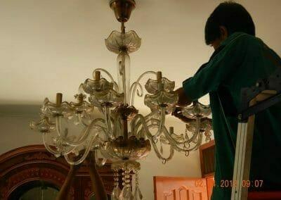cuci-lampu-kristal-ibu-suningsih-12