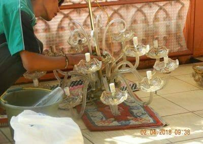 cuci-lampu-kristal-ibu-suningsih-21