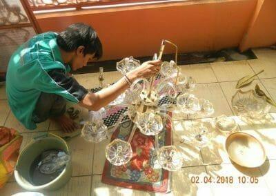 cuci-lampu-kristal-ibu-suningsih-25