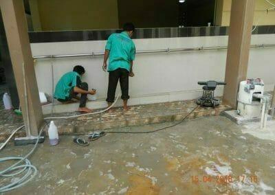 cuci-lantai-kamar-mandi-masjid-al-insanul-kamil-21