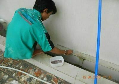 cuci-lantai-kamar-mandi-masjid-al-insanul-kamil-23
