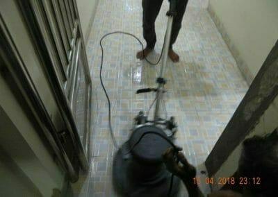 cuci-lantai-kamar-mandi-masjid-al-insanul-kamil-30