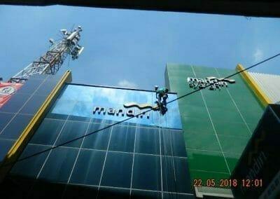 cuci-kaca-gedung-bank-mandiri-08