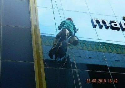 cuci-kaca-gedung-bank-mandiri-33