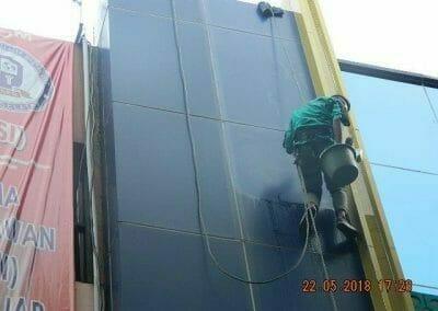 cuci-kaca-gedung-bank-mandiri-43