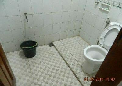 cuci-kamar-mandi-ibu-intan-02