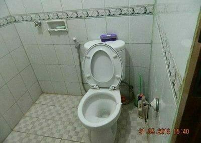 cuci-kamar-mandi-ibu-intan-03