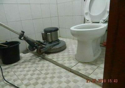 cuci-kamar-mandi-ibu-intan-07