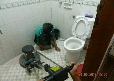 cuci-kamar-mandi-ibu-intan-10
