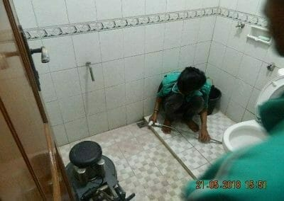 cuci-kamar-mandi-ibu-intan-11