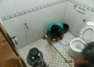 cuci-kamar-mandi-ibu-intan-12