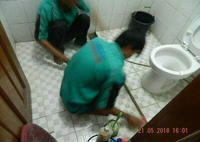 cuci-kamar-mandi-ibu-intan-14