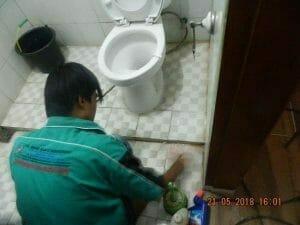 cuci-kamar-mandi-ibu-intan-15