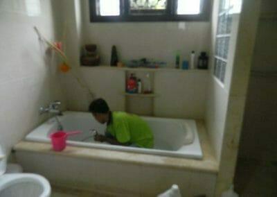 cuci-kamar-mandi-ibu-shinta-04