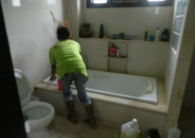 cuci-kamar-mandi-ibu-shinta-05