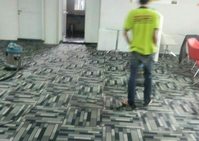 cuci-karpet-kantor-pt-modagrafics-auto-indonesia-11