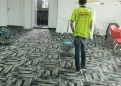 cuci-karpet-kantor-pt-modagrafics-auto-indonesia-12