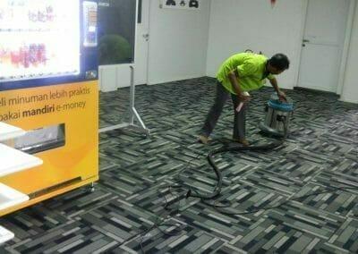 cuci-karpet-kantor-pt-modagrafics-auto-indonesia-13