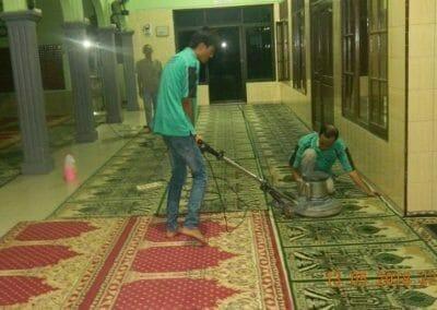 cuci-karpet-masjid-ar-rohmah-13