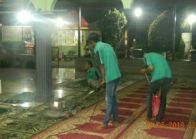 cuci-karpet-masjid-ar-rohmah-16
