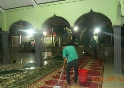 cuci-karpet-masjid-ar-rohmah-17