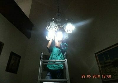 cuci-lampu-kristal-ibu-ade-09