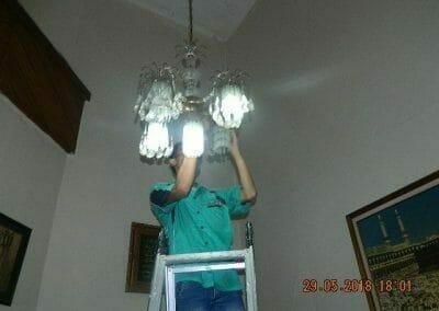 cuci-lampu-kristal-ibu-ade-10