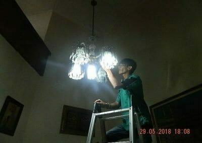 cuci-lampu-kristal-ibu-ade-11