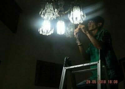 cuci-lampu-kristal-ibu-ade-12
