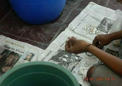 cuci-lampu-kristal-ibu-maria-17