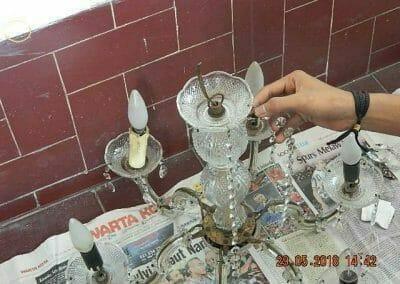 cuci-lampu-kristal-ibu-maria-20