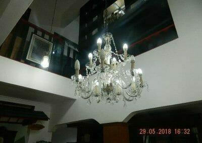 cuci-lampu-kristal-ibu-maria-24