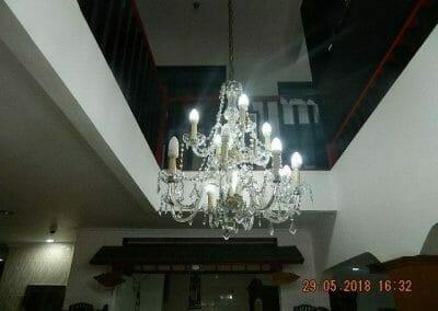 cuci-lampu-kristal-ibu-maria-25