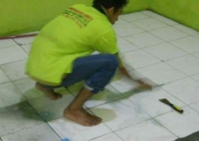 cuci-lantai-keramik-ibu-nita-02