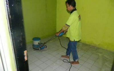 Cuci Lantai Keramik Ibu Nita Perumahan Puri Cendana Tambun