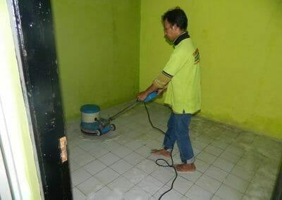 cuci-lantai-keramik-ibu-nita-04