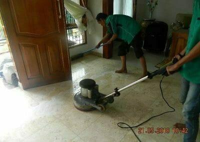 cuci-lantai-marmer-ibu-intan-05