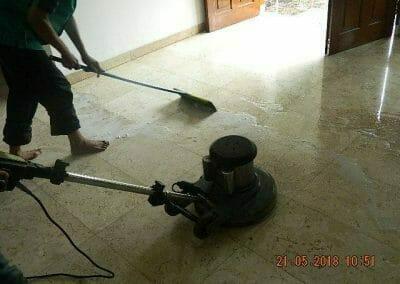 cuci-lantai-marmer-ibu-intan-08